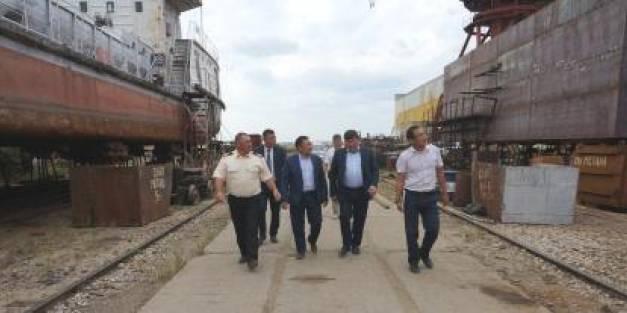 Первый заместитель председателя Правительства  Республики Алексей Колодезников посетил  Жатайскую базу технической эксплуатации  флота ОАО «ЛОРП».