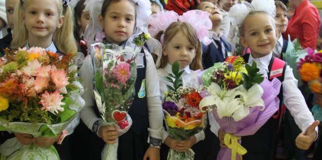 Руководители ПАО «ЛОРП» поздравили первоклассников Жатая!