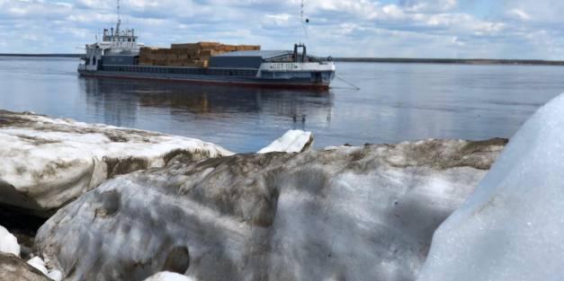 Первый теплоход ПАО «ЛОРП» с грузом прибыл в Якутск!